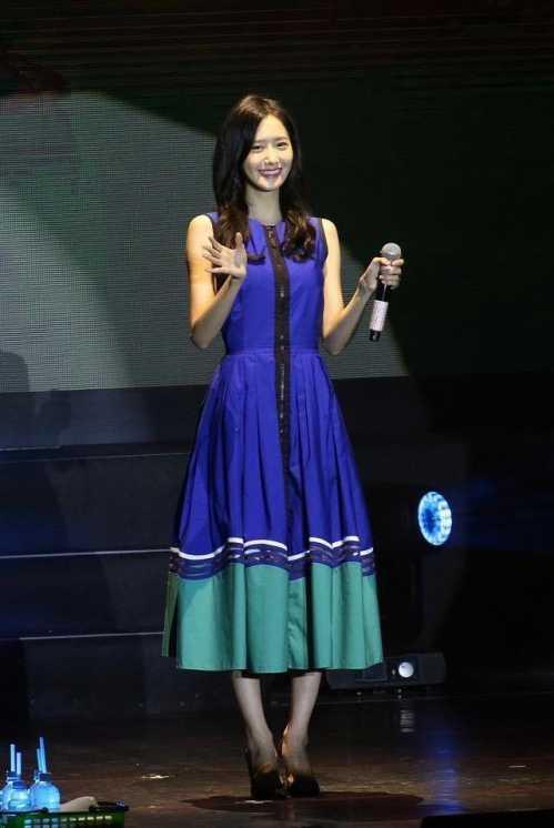 允儿喜欢周杰伦 林允儿中国见面会唱周杰伦的简单爱图片