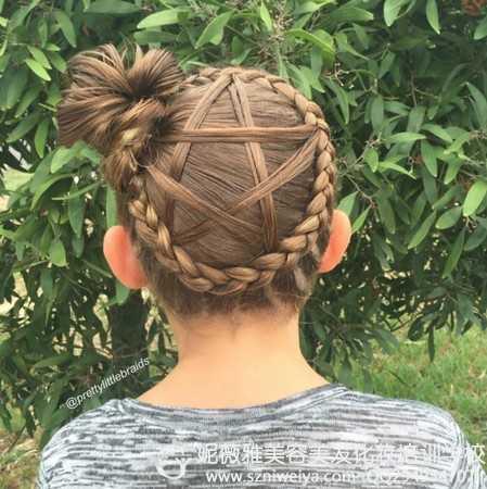 小孩子的编头发怎么编 六一儿童节妈妈怎么给女儿编头发