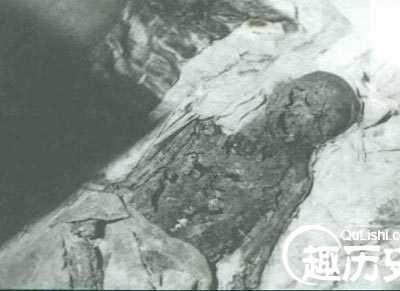 慈禧太后遗体照片 慈禧太后陵墓被挖后遗体出土时的震撼景象