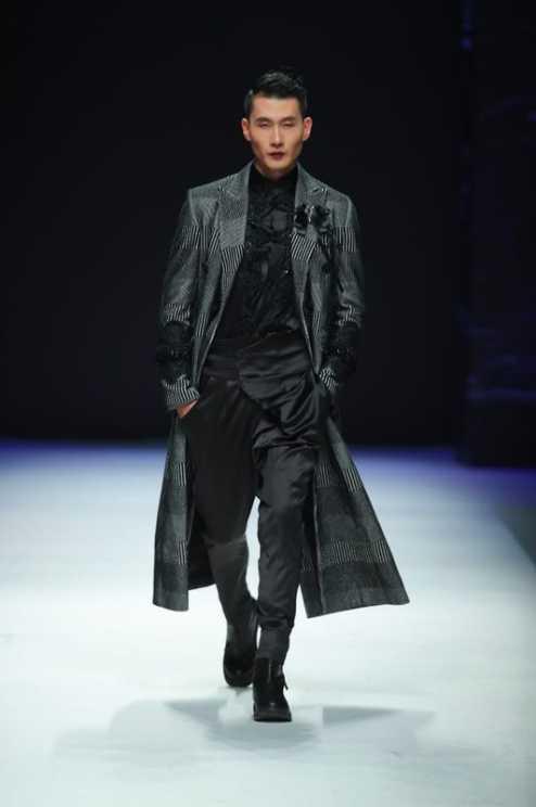 首席男模_模杰传媒首席男模孟飞现身中国国际时装周,引发现场轰动